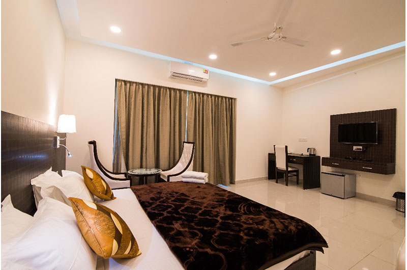 Hotel Rajpur Heights - Deluxe Family Room